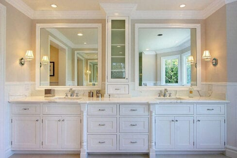 traditional-white-luxury-double-bathroom-vanity-beautiful